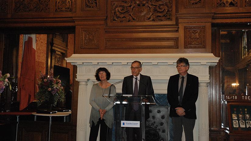Le Président, M. Frédéric Grasset entouré de Mme Maïa Alonso, la lauréate du Prix 2017 et de M. Jean-Félix Vallat. ©EC/FM-GACMT