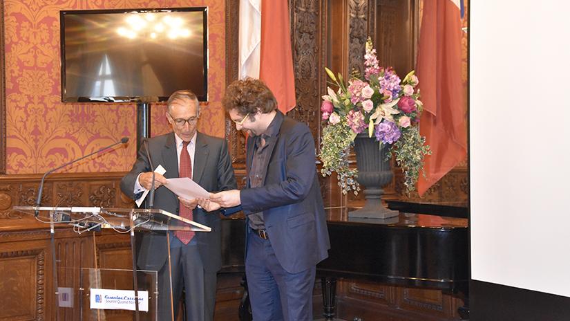 M. Grasset remettant son prix au lauréat du prix 2018. ©EC/FM-GACMT