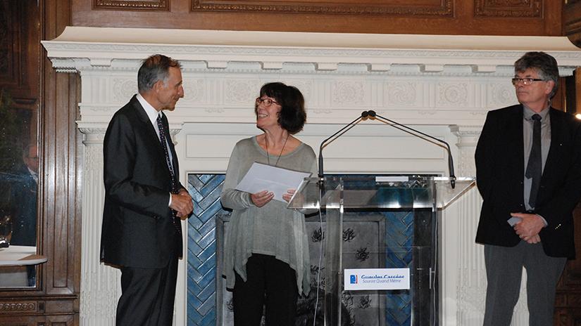 Mme Alonso recevant son prix des mains de M. Grasset. ©EC/FM-GACMT