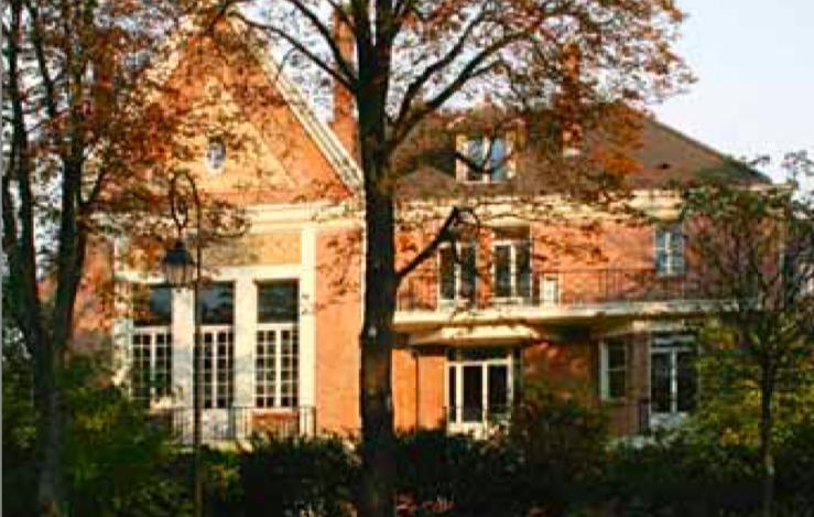 À paraître : La grande maison de brique rose
