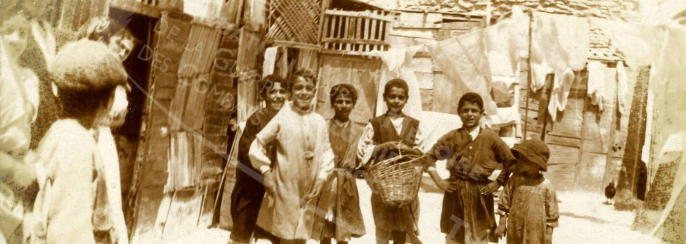 """FENNEC : Une photo à découvrir ,  """"Groupe d'enfants dans les rues de Mogador en 1917"""""""